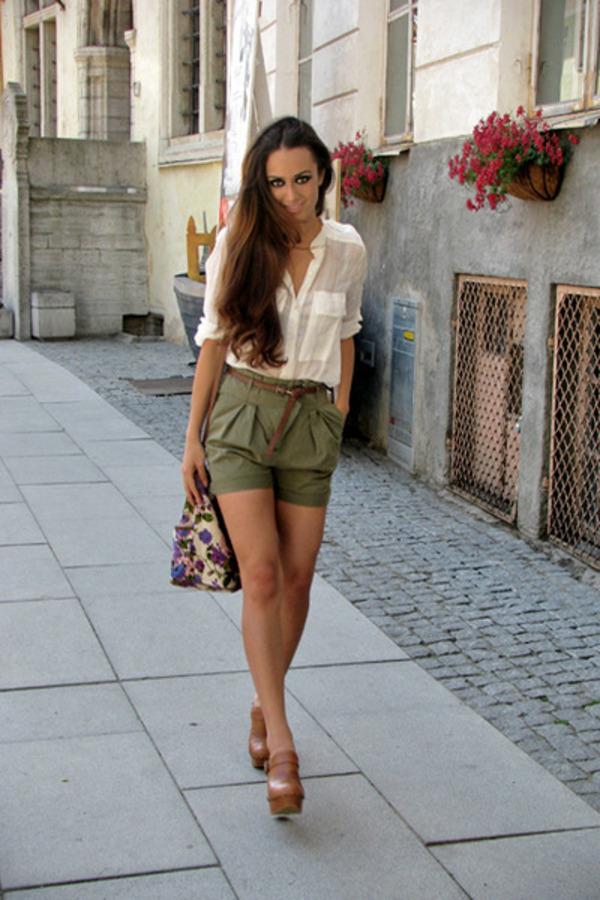 plain outfits with green shorts black